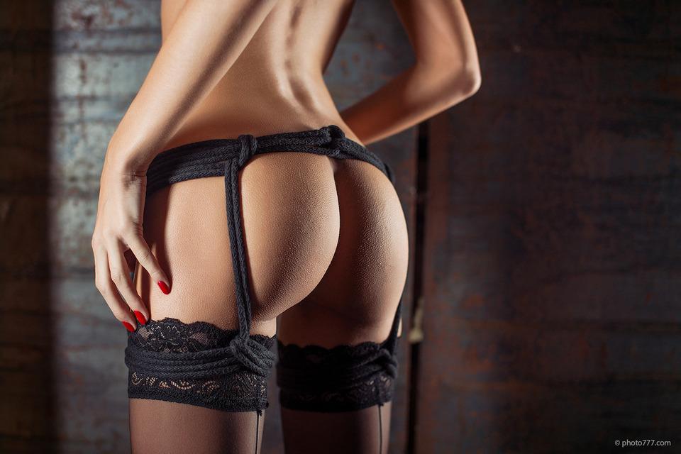 gadinagod_girls_naked_stocking_belt_21