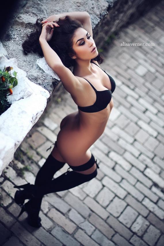 gadinagod_girls_naked_stocking_belt_22