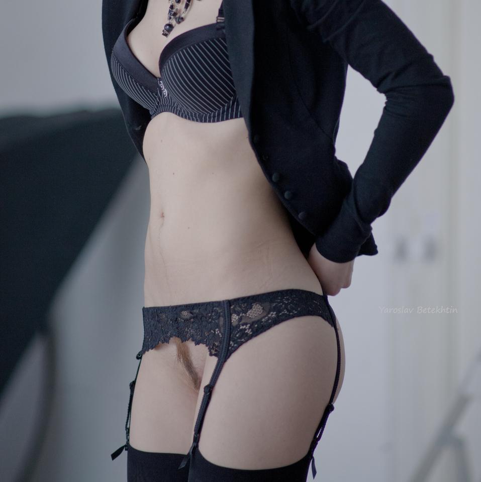 gadinagod_girls_naked_stocking_belt_24