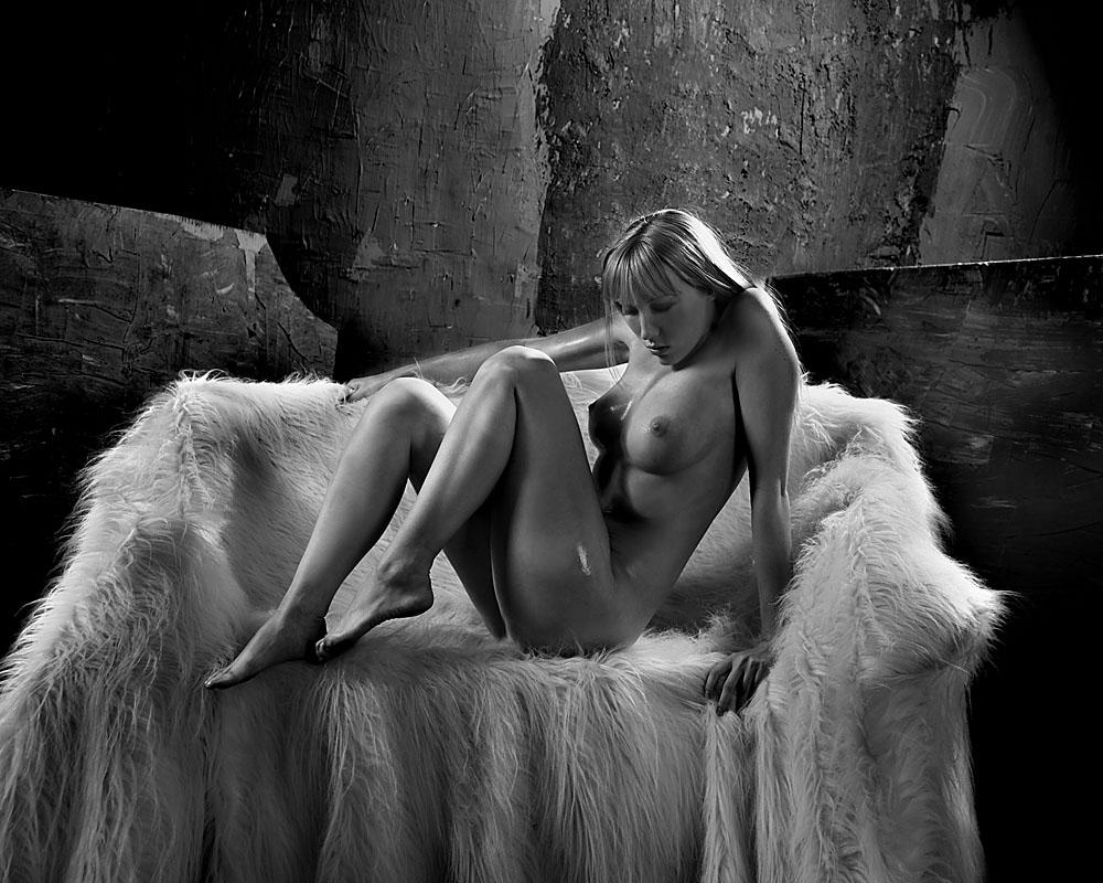 gadinagod_girls_naked_fur_02