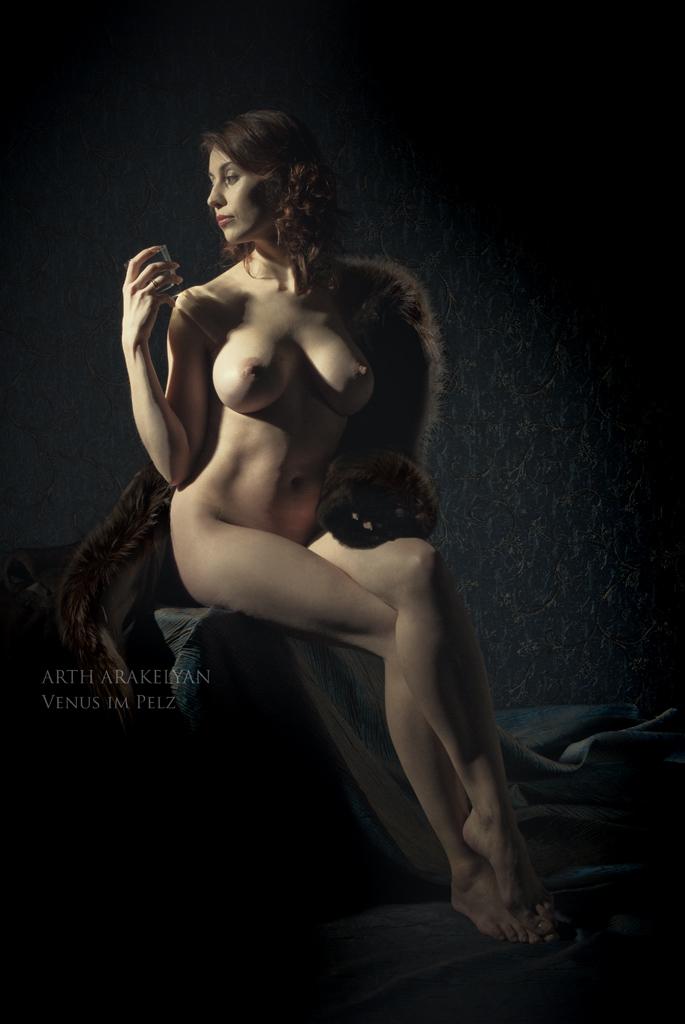 gadinagod_girls_naked_fur_25