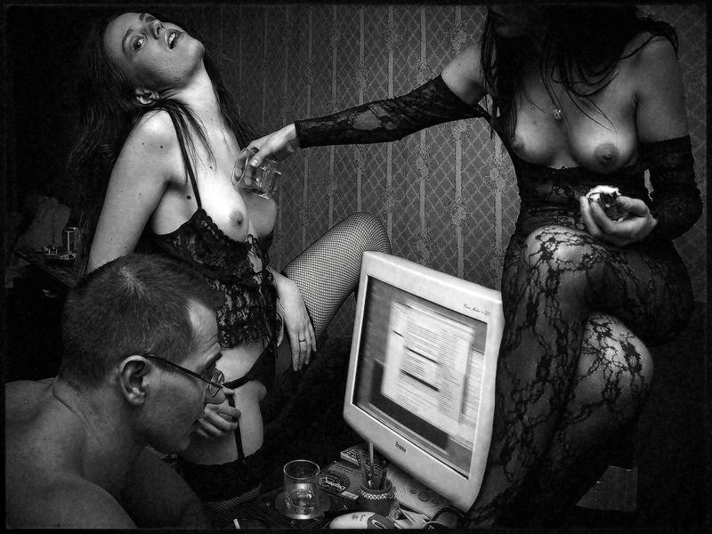gadinagod_girls_naked_glass_09