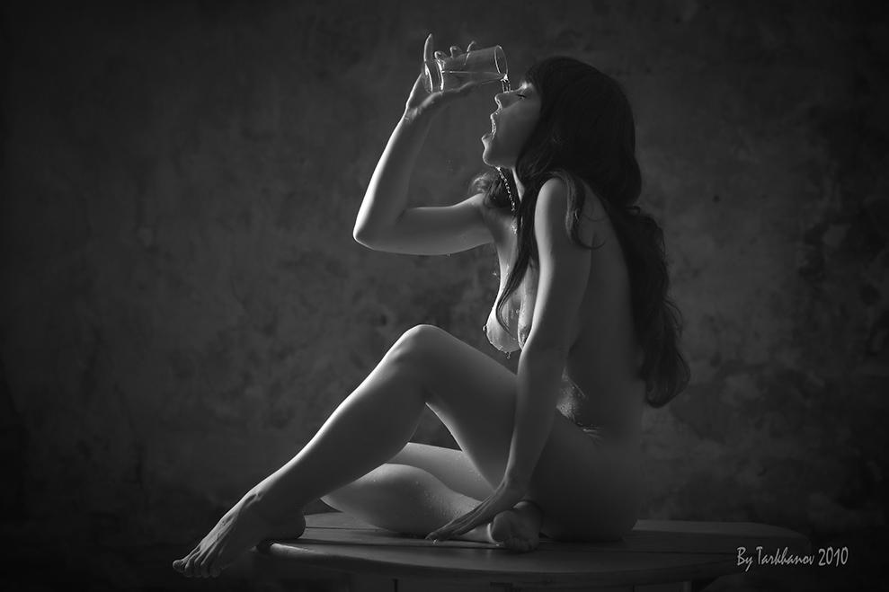 gadinagod_girls_naked_glass_14