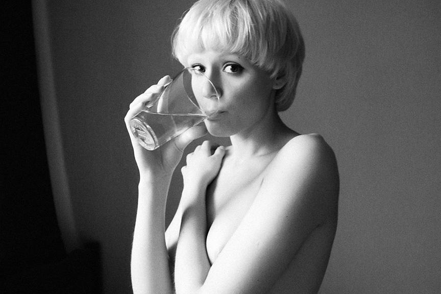 gadinagod_girls_naked_glass_16
