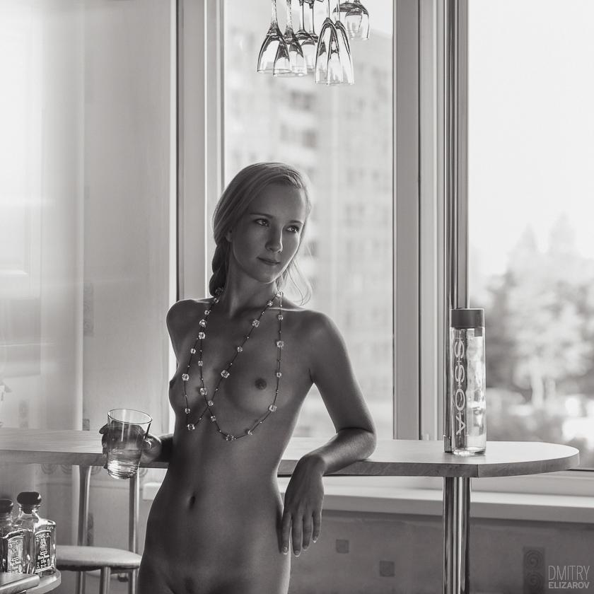 gadinagod_girls_naked_glass_22