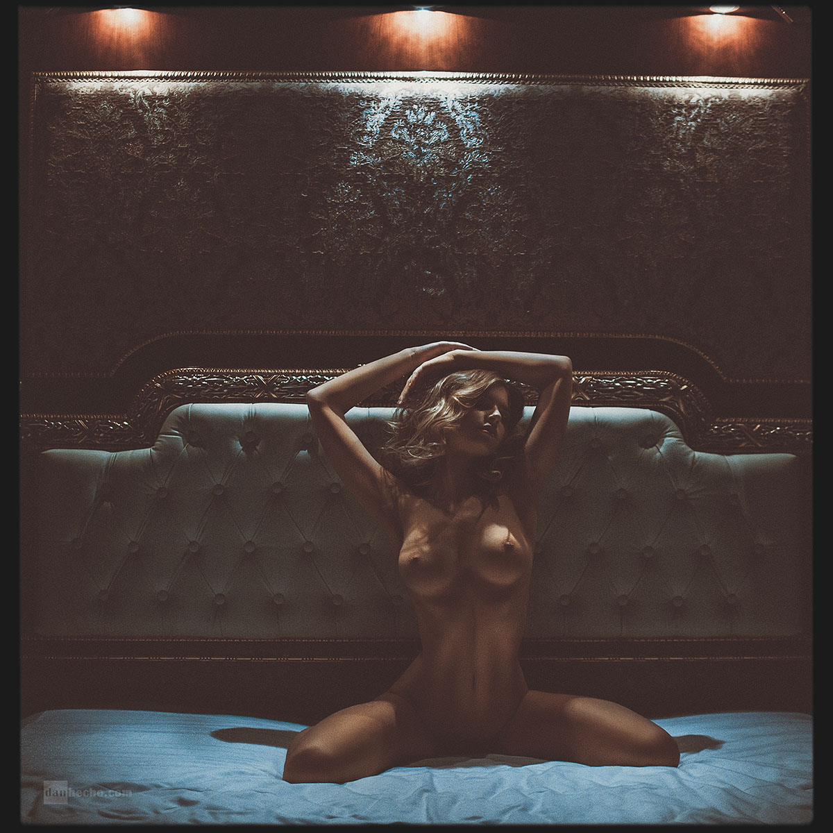 gadinagod_girls_naked_bed_01