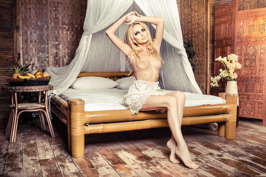 gadinagod_girls_naked_bed_06