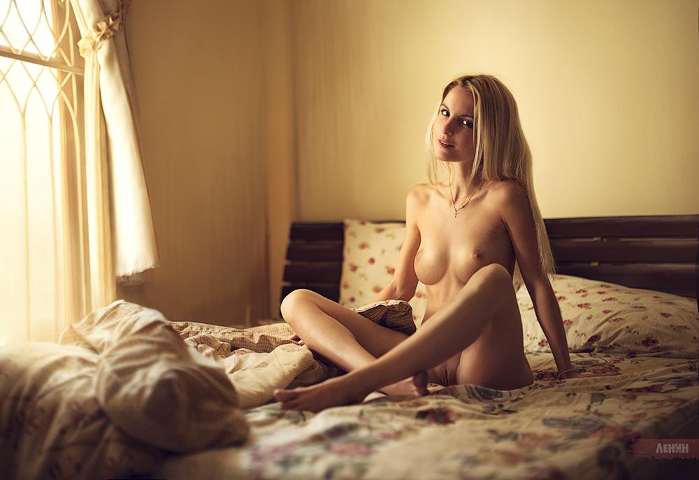 gadinagod_girls_naked_bed_11