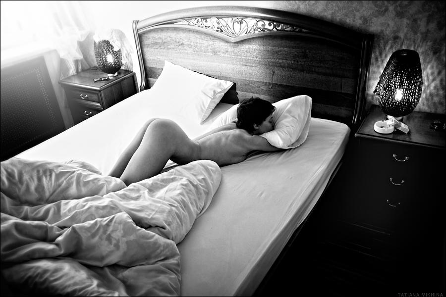 gadinagod_girls_naked_bed_13