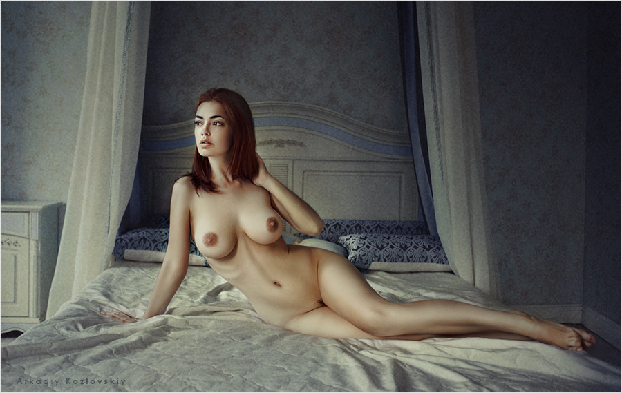 gadinagod_girls_naked_bed_14