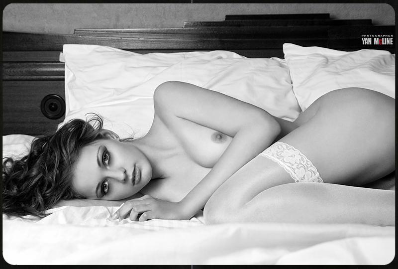 gadinagod_girls_naked_pillow_12