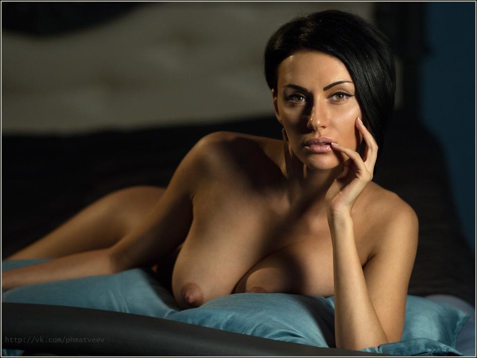 gadinagod_girls_naked_pillow_13