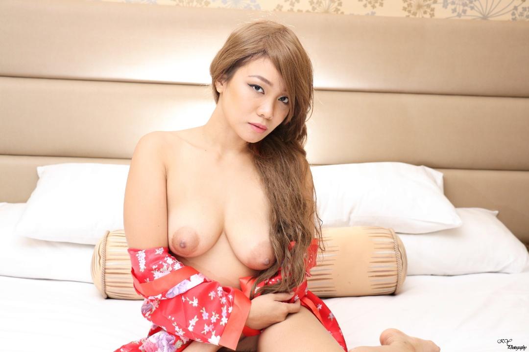 gadinagod_girls_naked_pillow_14