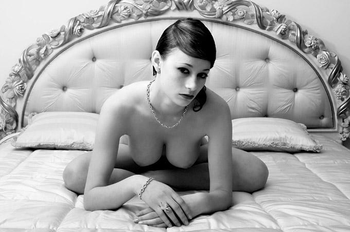 gadinagod_girls_naked_pillow_17