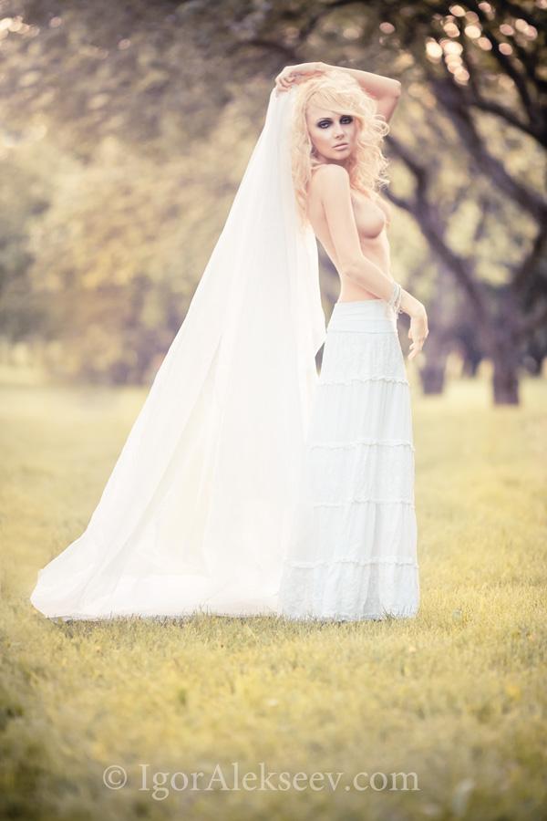 gadinagod_girls_naked_bride_11