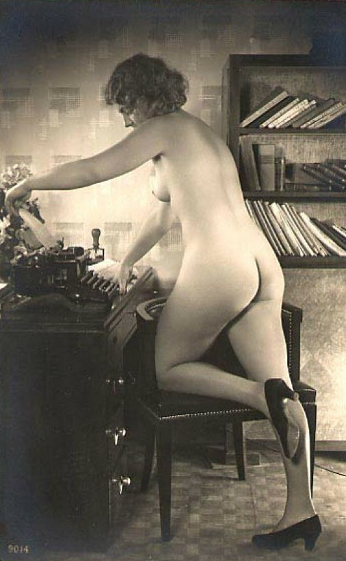 gadinagod_girls_naked_typewriter_23
