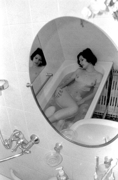 gadinagod_girls_naked_bath_16