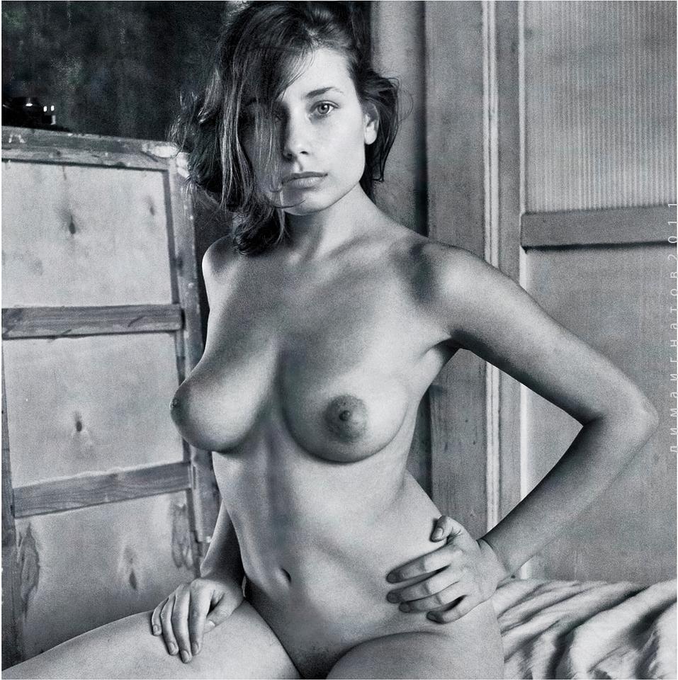gadinagod_girls_naked_bust_07