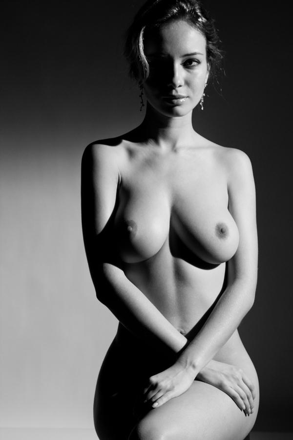 gadinagod_girls_naked_bust_08