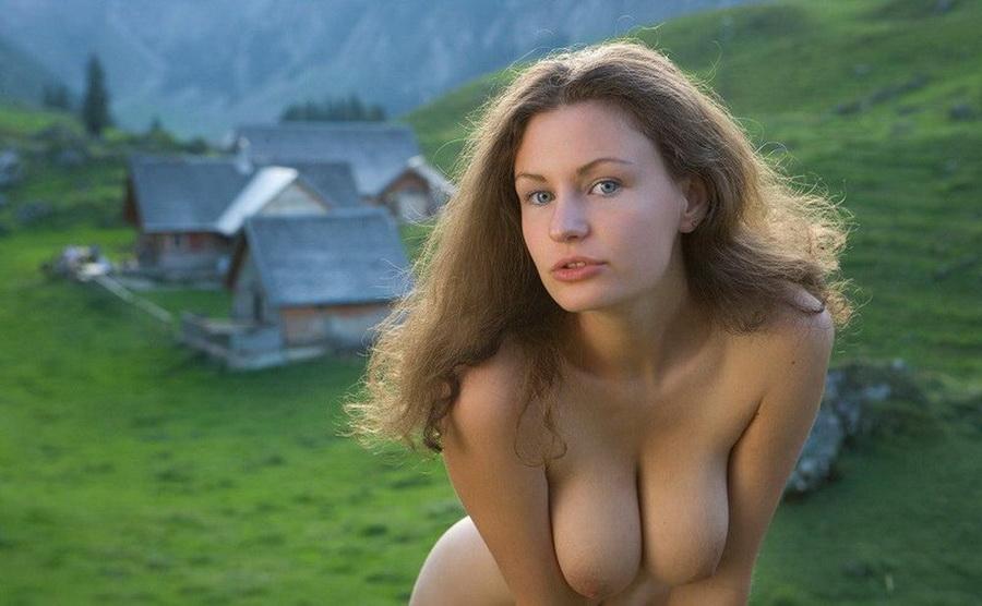 gadinagod_girls_naked_bust_12