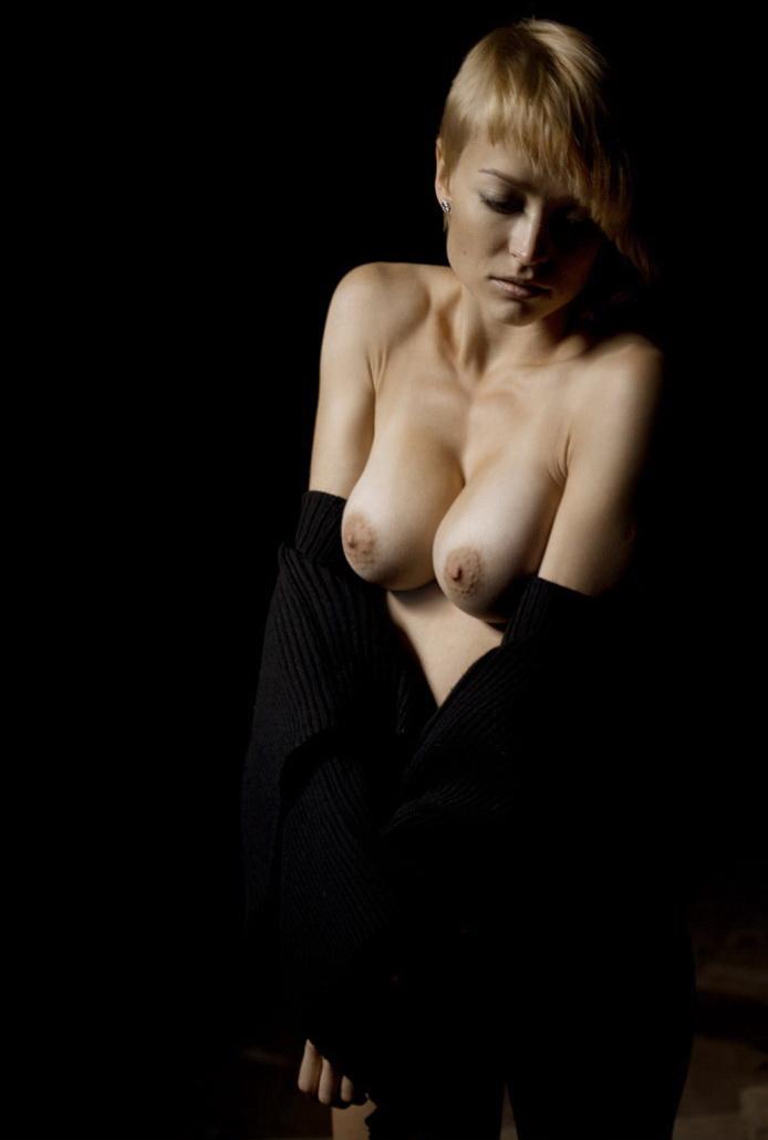 gadinagod_girls_naked_bust_18