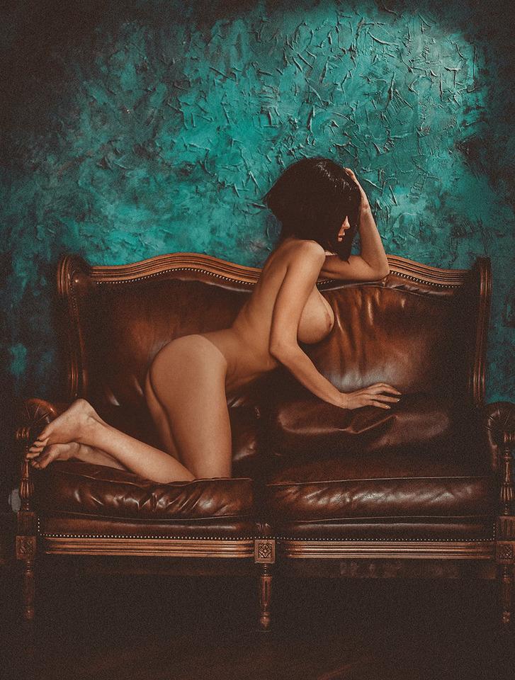 gadinagod_girls_naked_bust_25