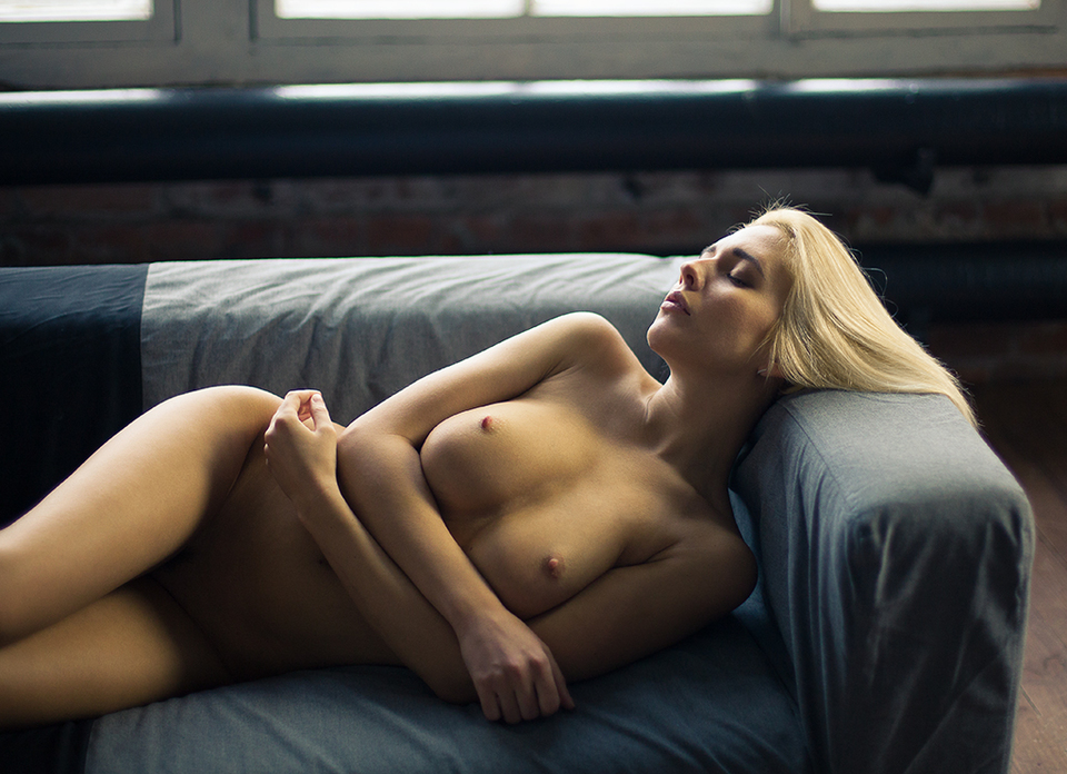 gadinagod_girls_naked_sofa_09