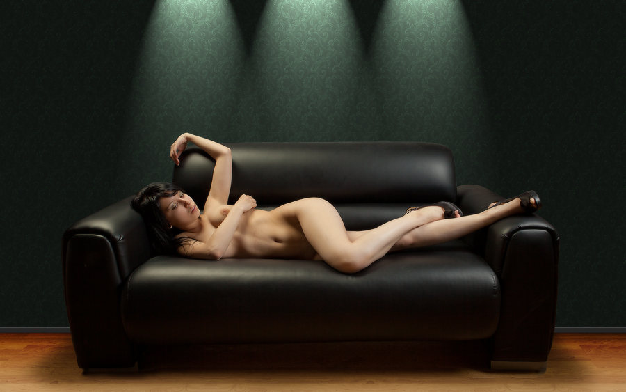 gadinagod_girls_naked_sofa_21