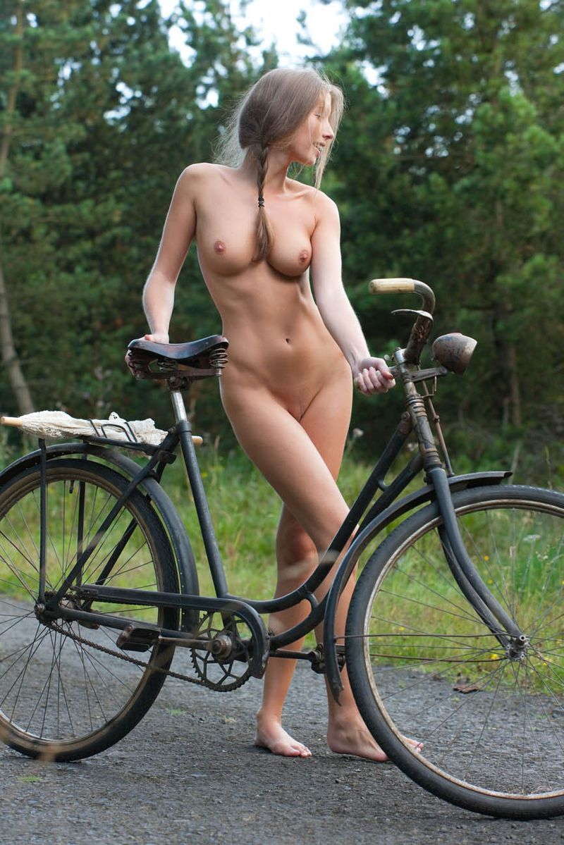 bicycle-girls-pictures-33