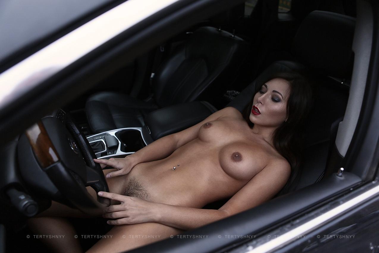 красавица с грудью третьего размера в авто порно было