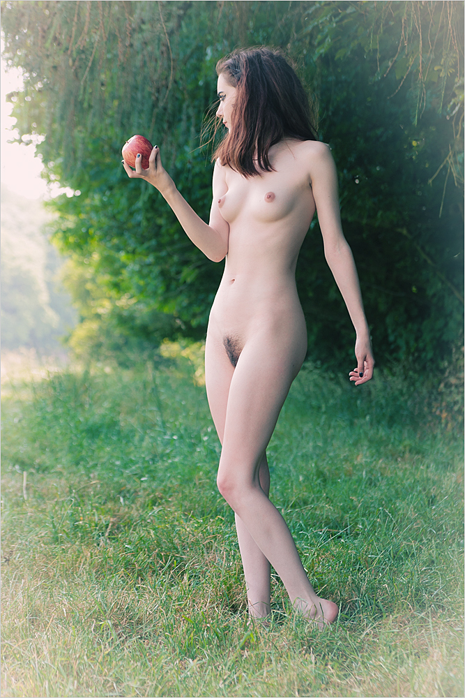 gadinagod_girls_naked_apple_02