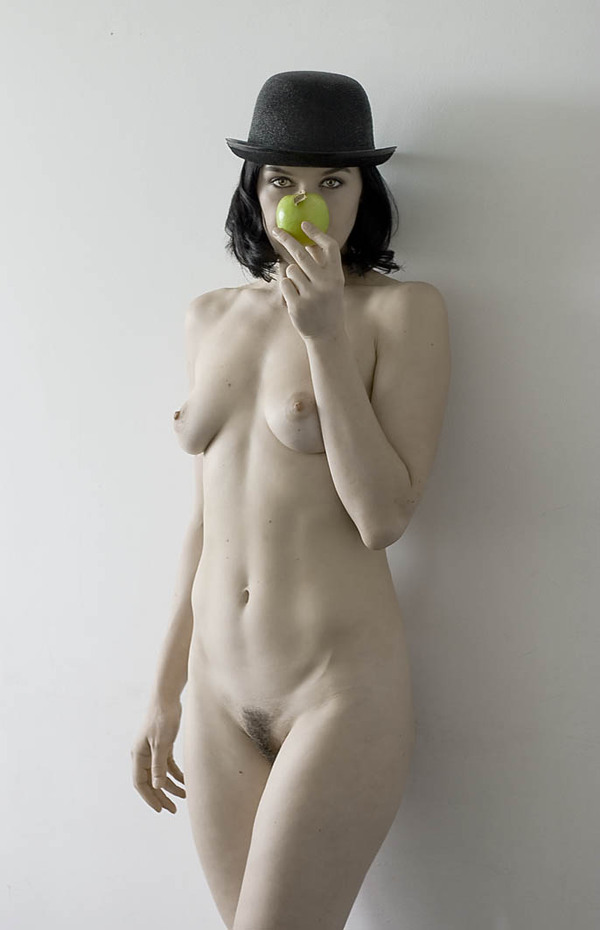 gadinagod_girls_naked_apple_03