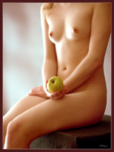gadinagod_girls_naked_apple_13