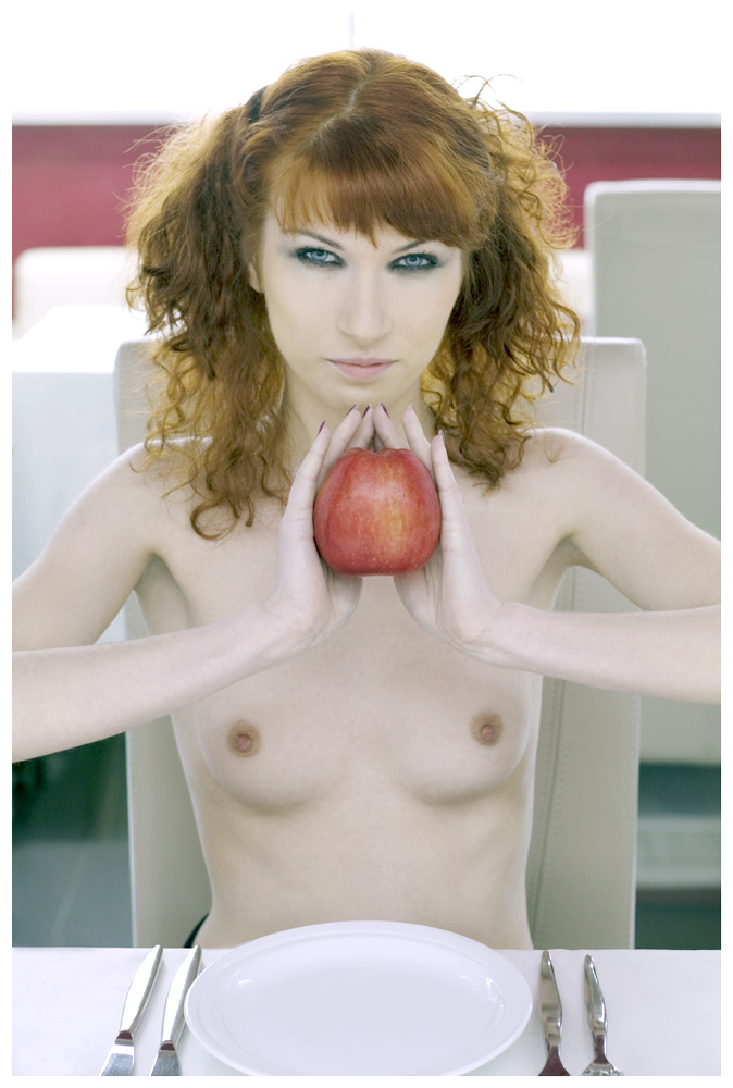 gadinagod_girls_naked_apple_23