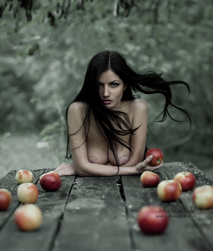 gadinagod_girls_naked_apple_29