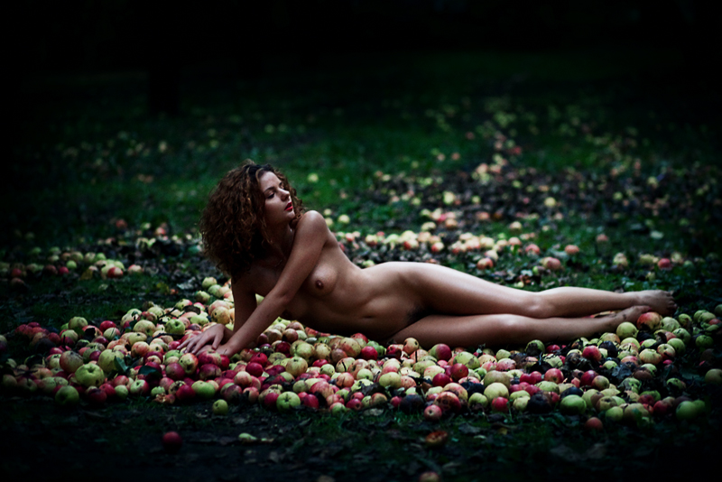 gadinagod_girls_naked_apple_31