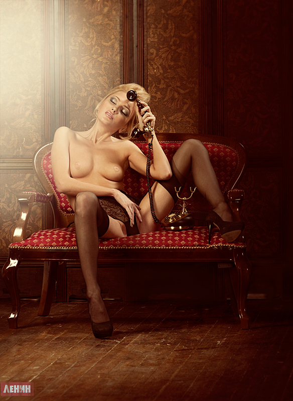 gadinagod_girls_naked_telephone_05