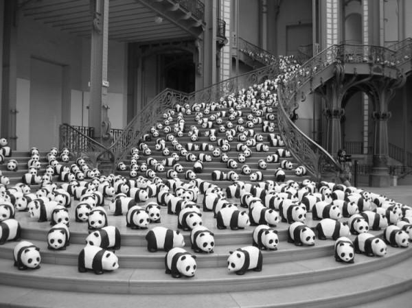 1600-Papier-Mache-Pandas-Touring-The-World-7-600x449