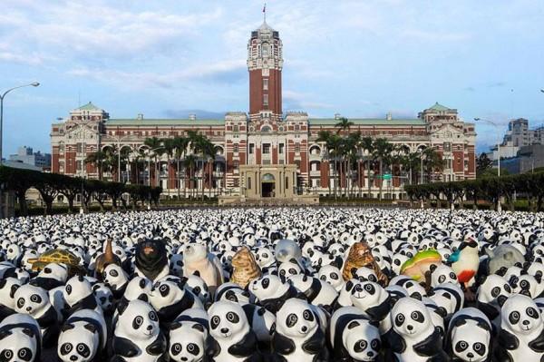 1600-Papier-Mache-Pandas-Touring-The-World-8-600x399