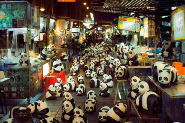 1600-Papier-Mache-Pandas-Touring-The-World-9-600x399