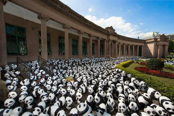 1600-Papier-Mache-Pandas-Touring-The-World-10-600x399