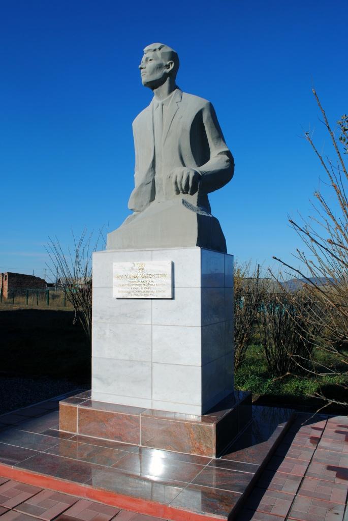 памятник Василию Капустину. г.Нижнеудинск