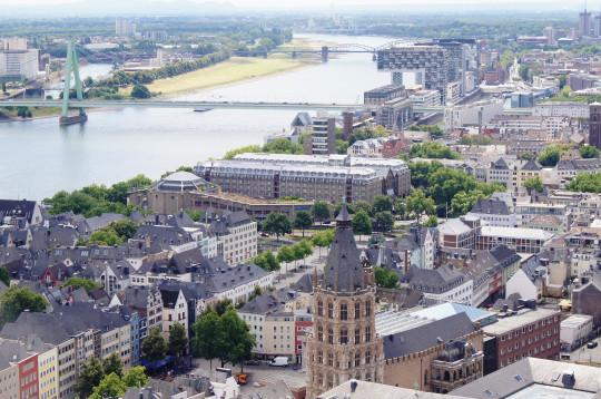 Вид с колоннады собора на Рейн