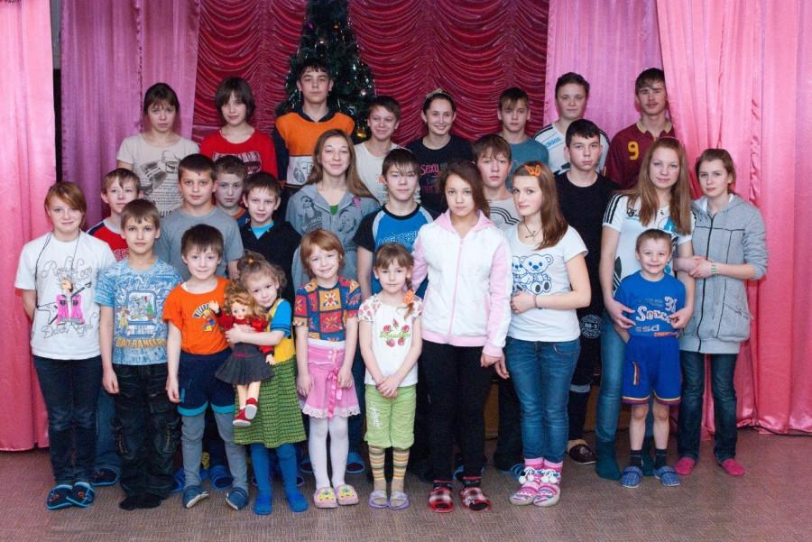 Дети Североонежского детдома (фото с сайта семейной пары)