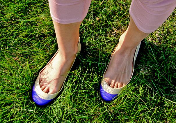 балетки на траве