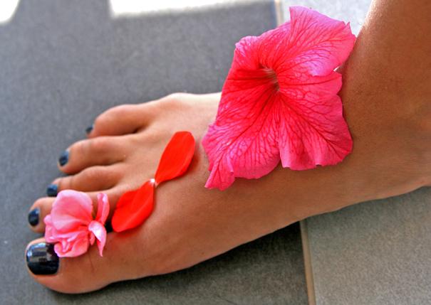 цветы в сандалях