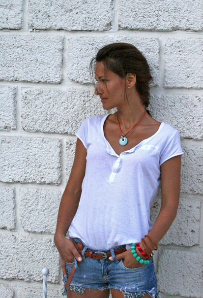 white t-shirt, tanned skin, jeans