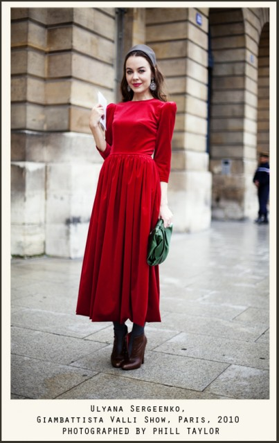 total red look, red retro dress