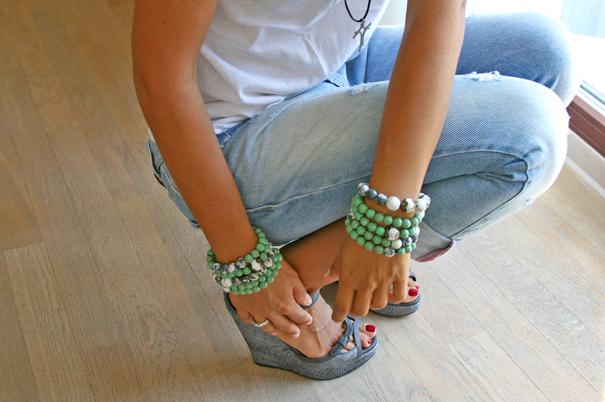 boyfriend's jeans, bracelets