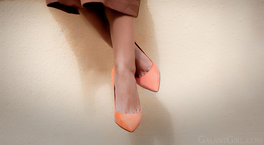 christian+dior-suede-orange-pumps.jpg